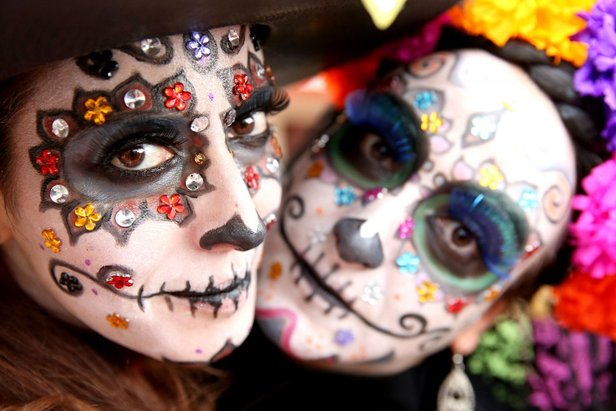 mexicos-day-of-the-dead-festival-is-known-the-world-over-for-amazing-makeup.jpg