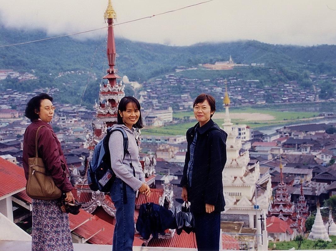 Tim Smith (center) with Zabai Koko and Sapai Yin in Mogok, Burma 2003