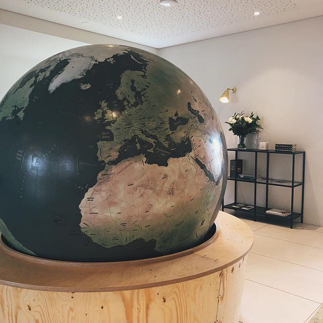 Have you ever seen a globe so big? Do you spot #iceland ?