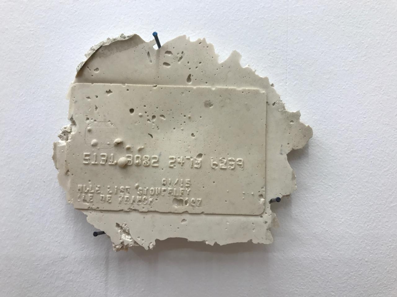 Romain Vicari,  Aquarius , 2016. Composition murale: résine transparente colorée, résine opaque sablée, métal, colorants, plâtre. CB, 13 cm x 7,5cm