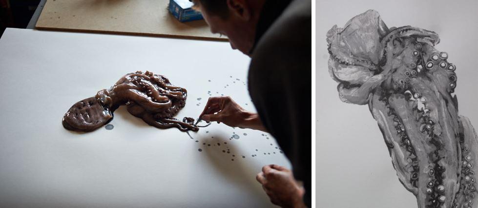 Douglas White exécutant une oeuvre de la série  Octopus .