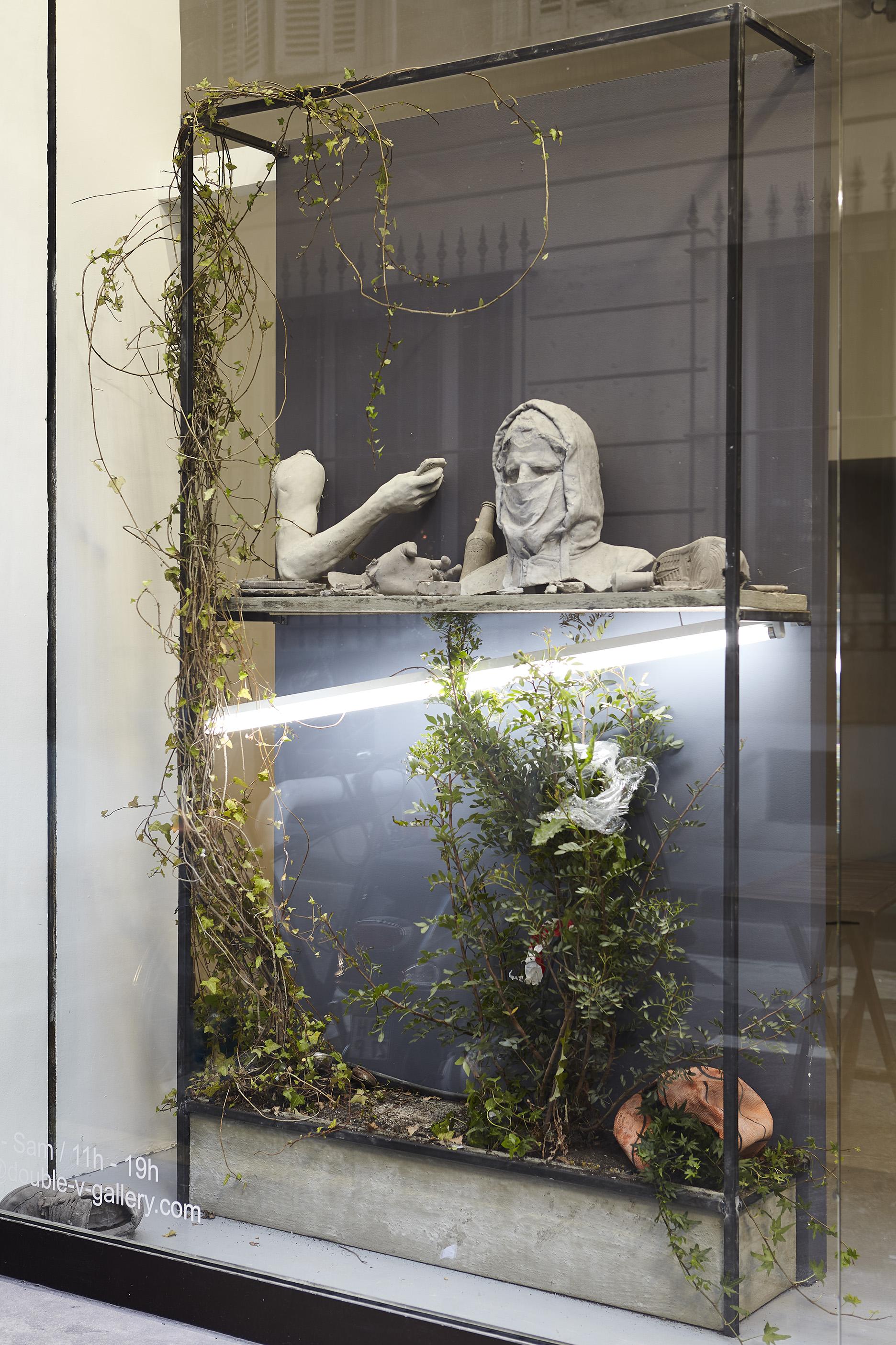UGO SCHIAVI - Installation vitrine.jpg