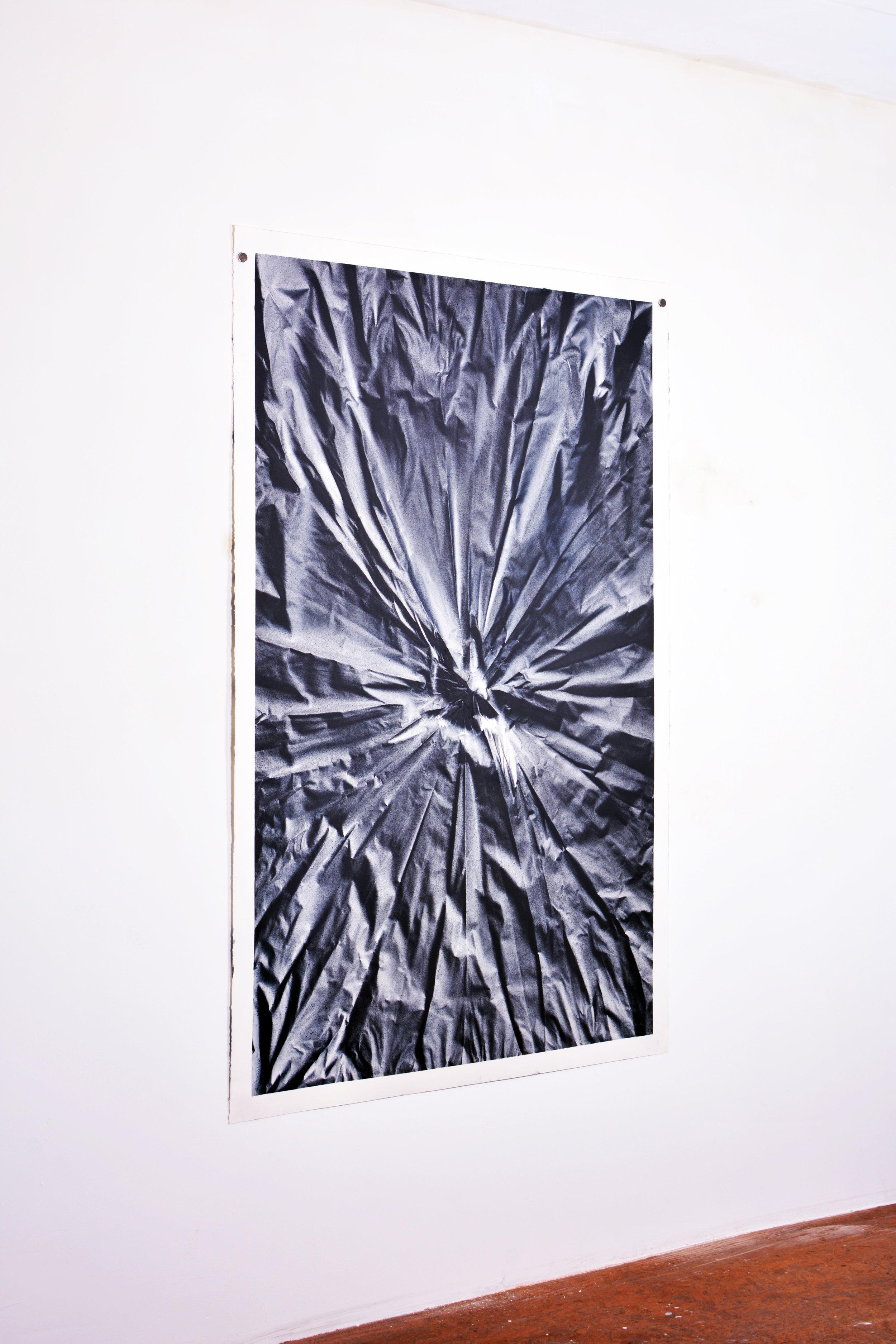 Benjamin Ottoz_ Double V Gallery_115x180cm Noir Bleu  (1).jpg