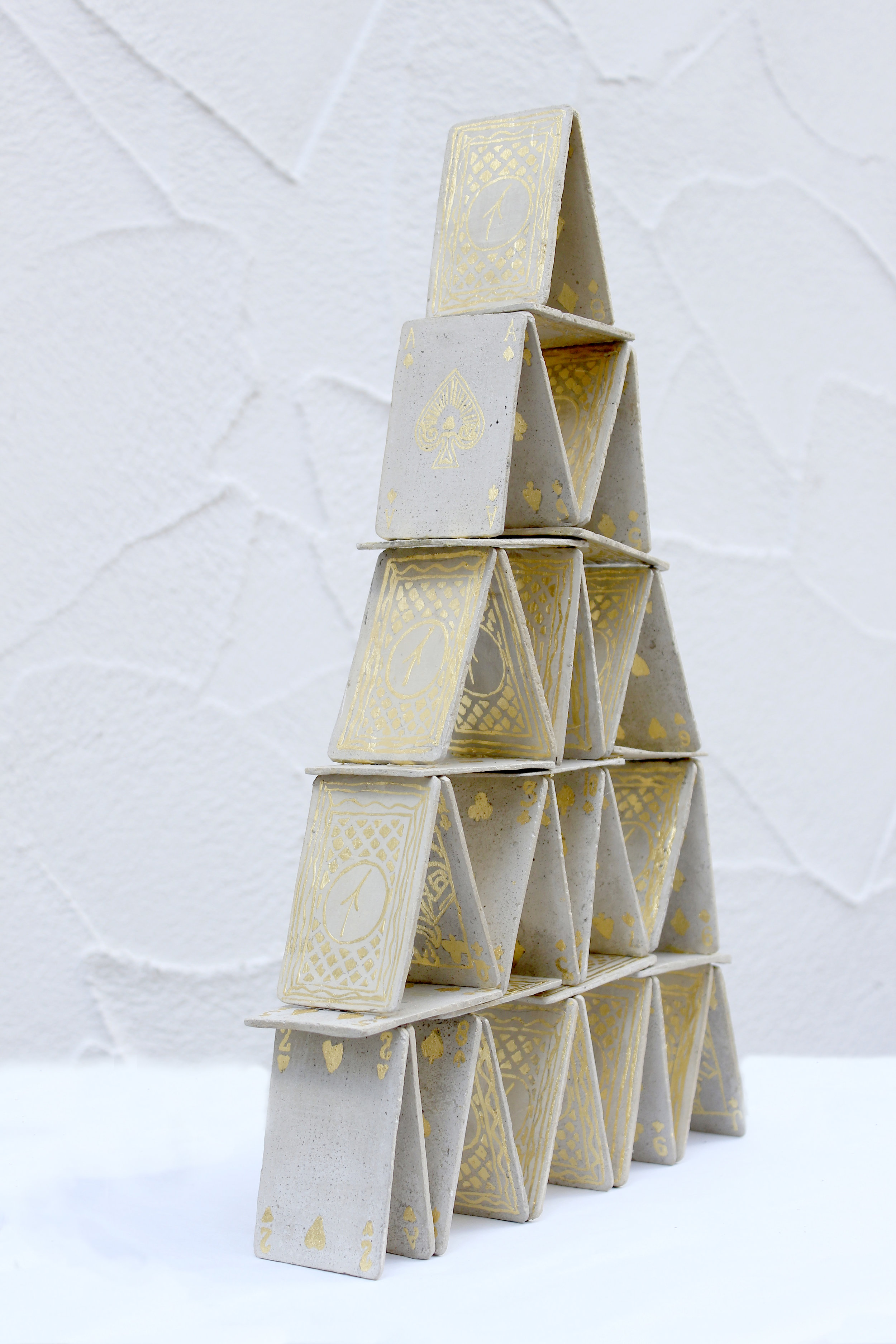 Jean-Charles Bureau_Double_V_Marseille_%22Construction d'un désespoir éphémère%22, béton ciré, feuille d'or, 50 x 30 x 6 cm.jpg