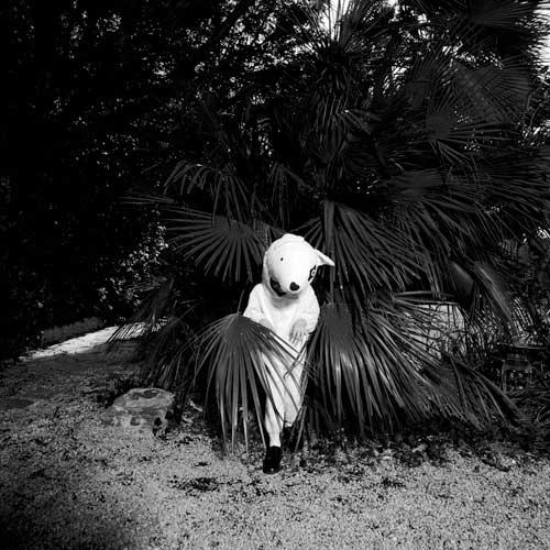3MichèleSylvander_DoubleVGallery_Marseille-Un monde presque parfait 2002 Photographie noir et blanc laminée sur feuille d'aluminium + diasec, édition de 5, 120 x 120 cm.jpg