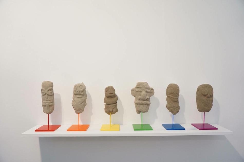 Olivier Millagou,  Sand Tiki,  2018, platre, sable et métal émaillé, 40 x 15 x 10 cm (each) (pietmondriaan.com online studios)