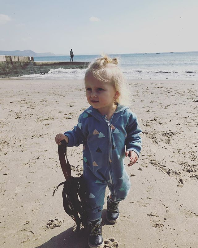 We had such an amazing time in Lyme Regis on Sunday. This weather tho. What a difference it makes huh? #lymeregis #19monthsold #springhassprung #beachbaby #jurassiccoast
