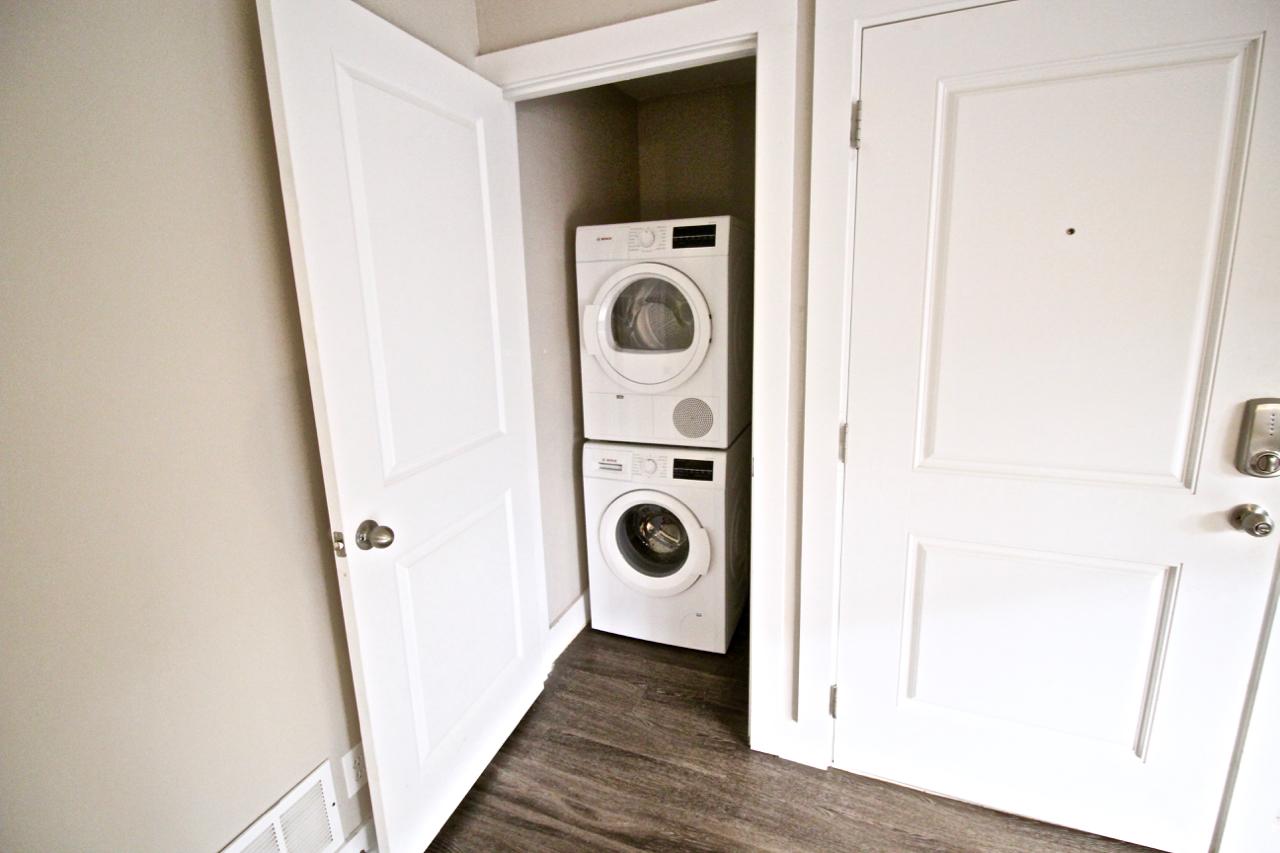The Lakota on Grand Washer & Dryer in Unit | Kansas City Plaza Apartments