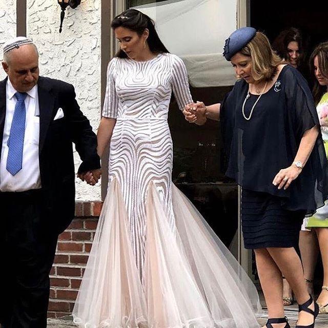 Show stopper! 🙌🏼 #mirigown #miribride #miribridal #weddingdress #wedding #botd