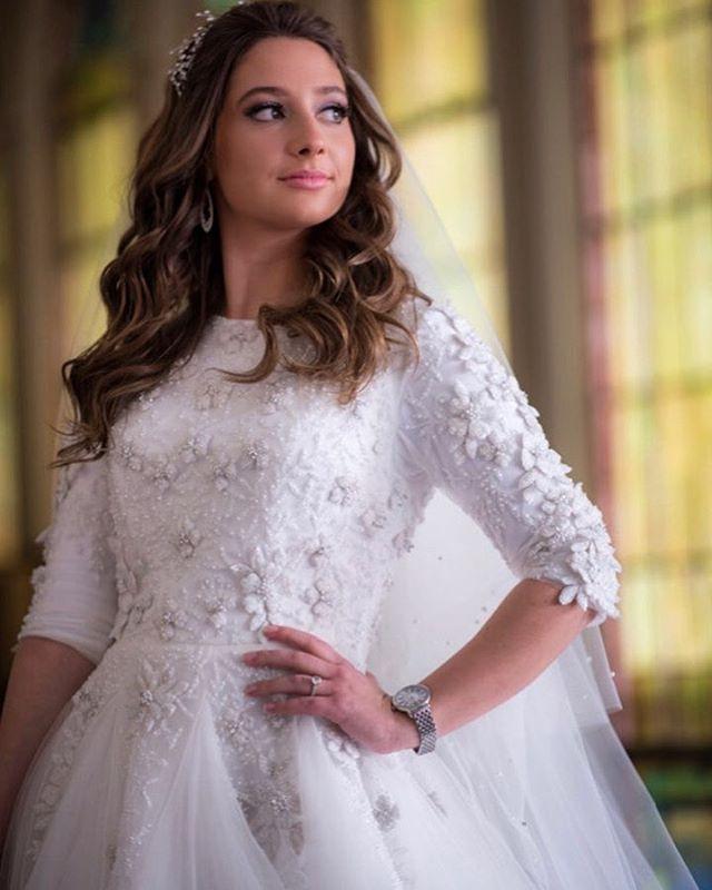 Bridal beauty @andrereichmannphotography #miribride #bridallook #bride #weddingdress #wedding #flowers