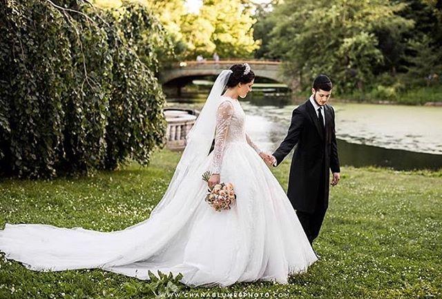 Summer Bride🌸 @chanablumesphoto #miribridal #miricouture #wedding #bridal #botd #wedding #weddingdress