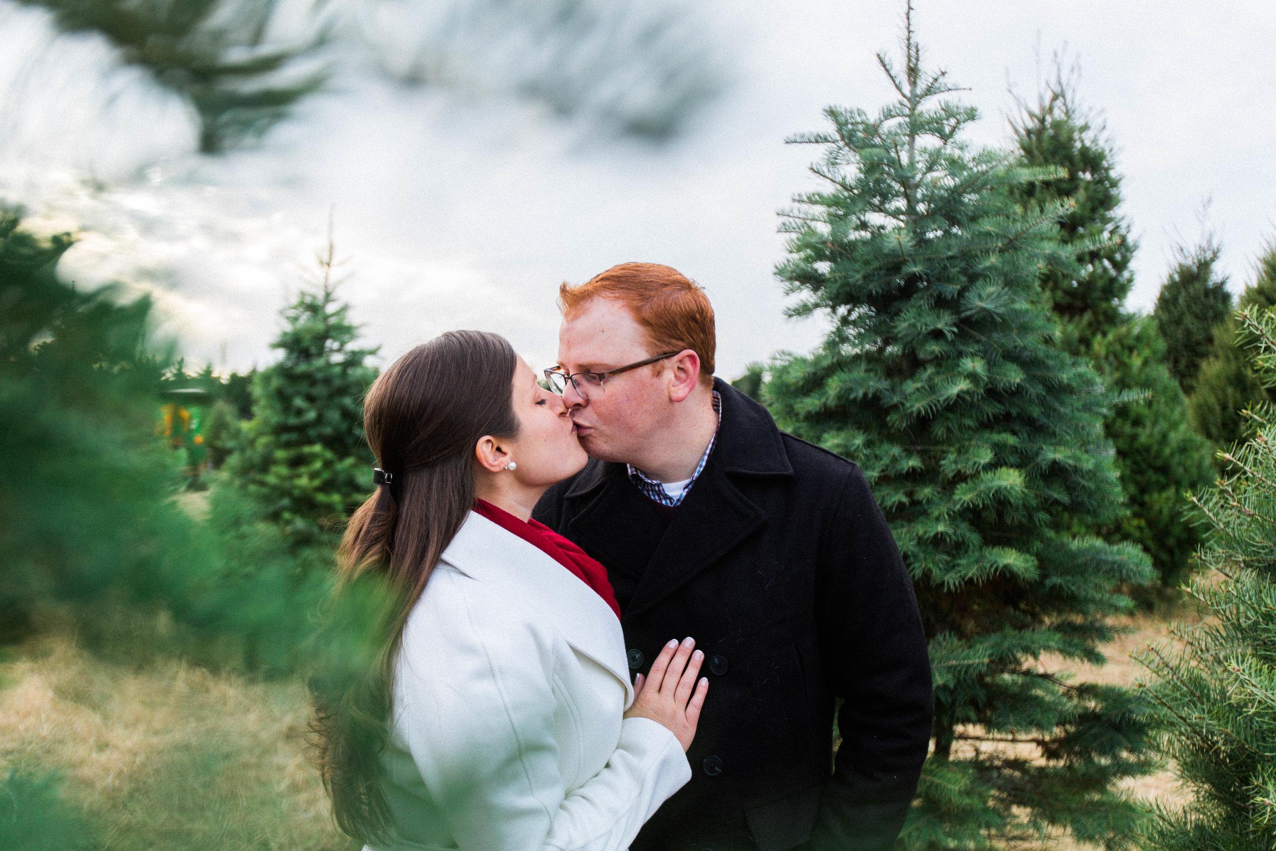 CHRISTMAS_TREE_FARM_ENGAGEMENT_PHOTOS--0044.jpg