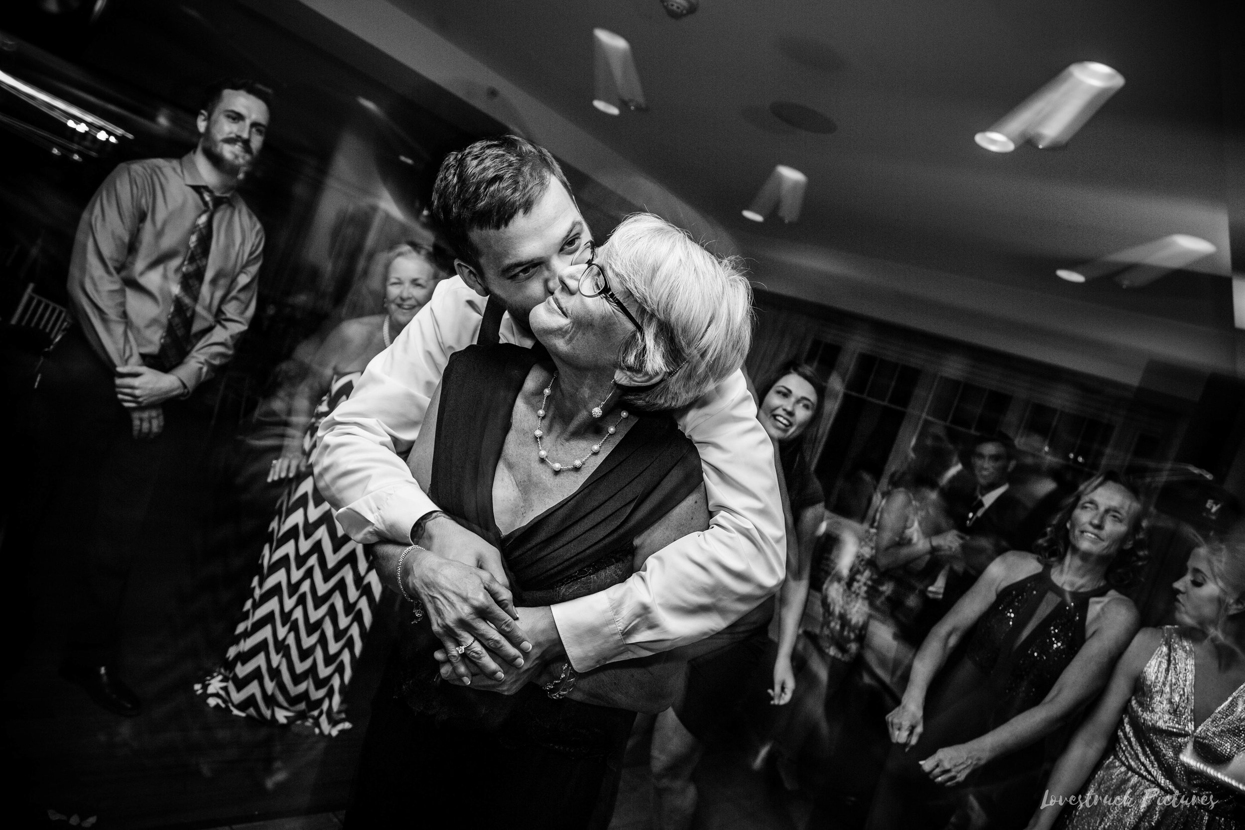 THE_OAKS_ON_THE_WATERFRONT_MARYLAND_WEDDING--0074.jpg