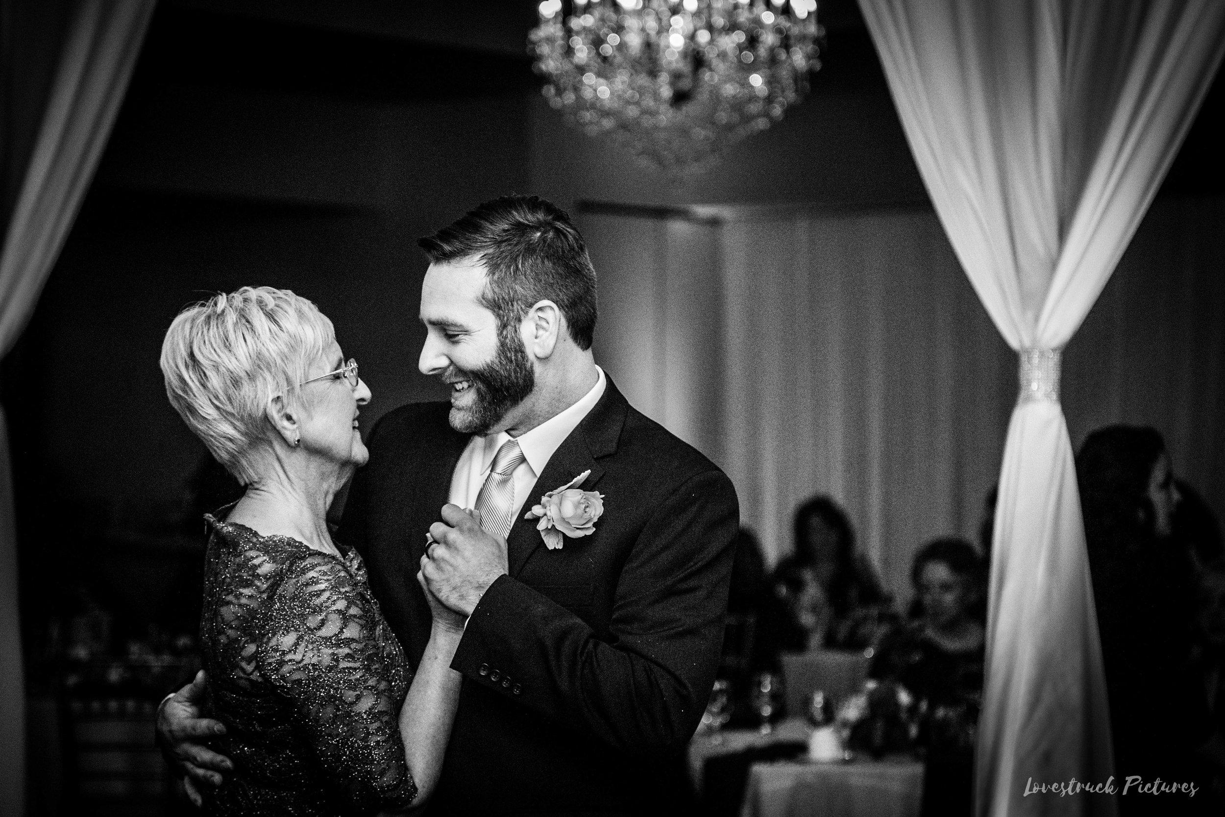 PHILADELPHIA_BALLROOM_WEDDING_PHOTOGRAPHY--102.jpg