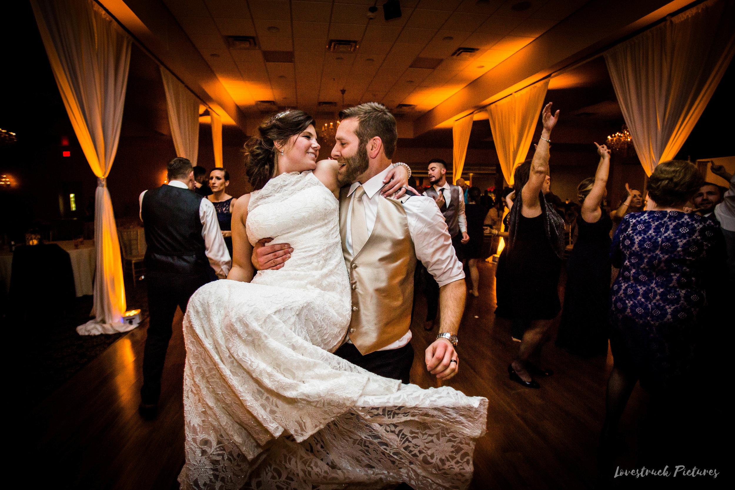 PHILADELPHIA_BALLROOM_WEDDING_PHOTOGRAPHY--132.jpg