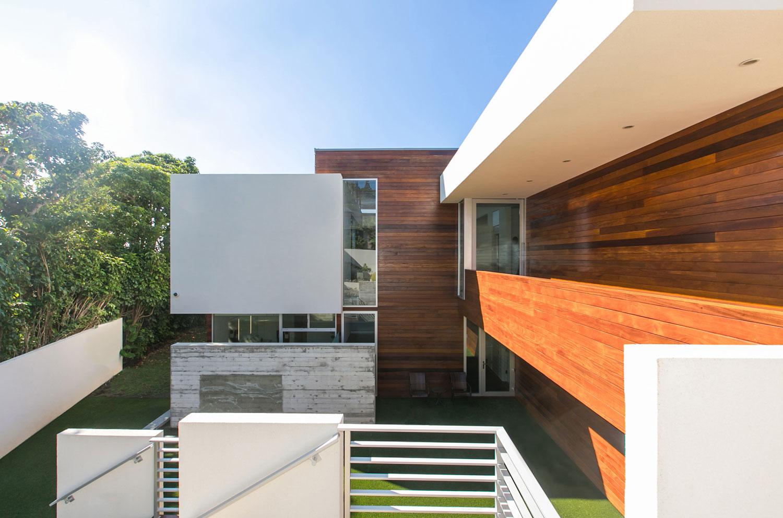 1020_Foley-House_81_exterior-facing-courtyard_cropped.jpg