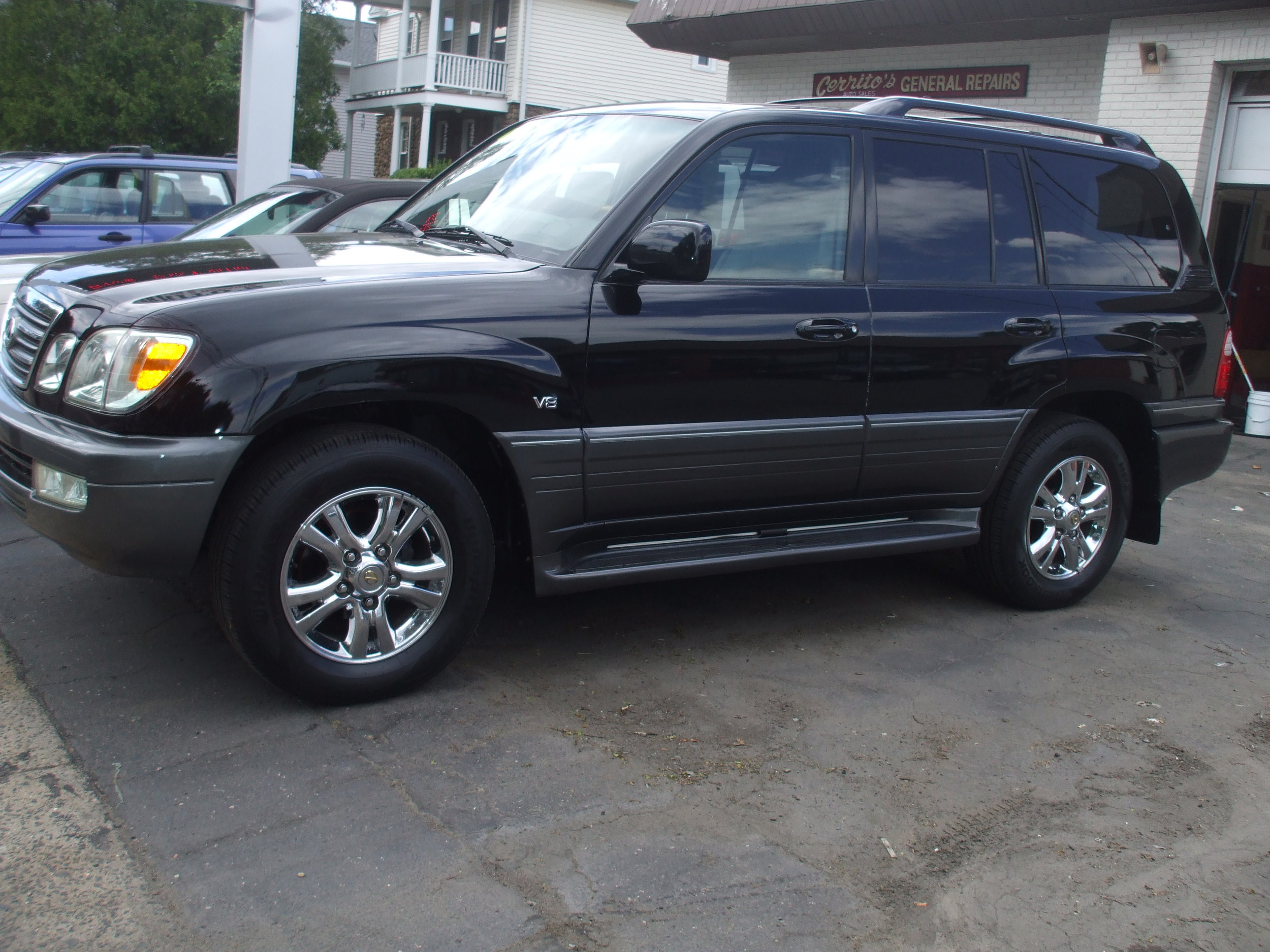 2004 Lexus LX470  $12,900 Loaded Great condition AWD leather roof 136k stock #17152 Call or stop by Cerritos Auto Sales 280 N. Colony st. Wallingford CT 06492 203-265-6142