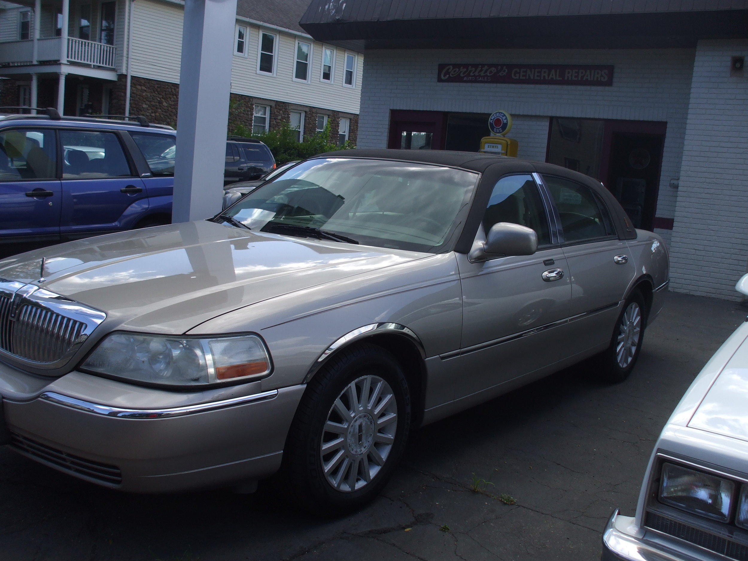 2003 Lincoln Towncar $5,800  85k executive edition leather loaded great condition. Call or stop by Cerritos Auto Sales280N colony st Wallingford Ct 06492. 203-265-6142