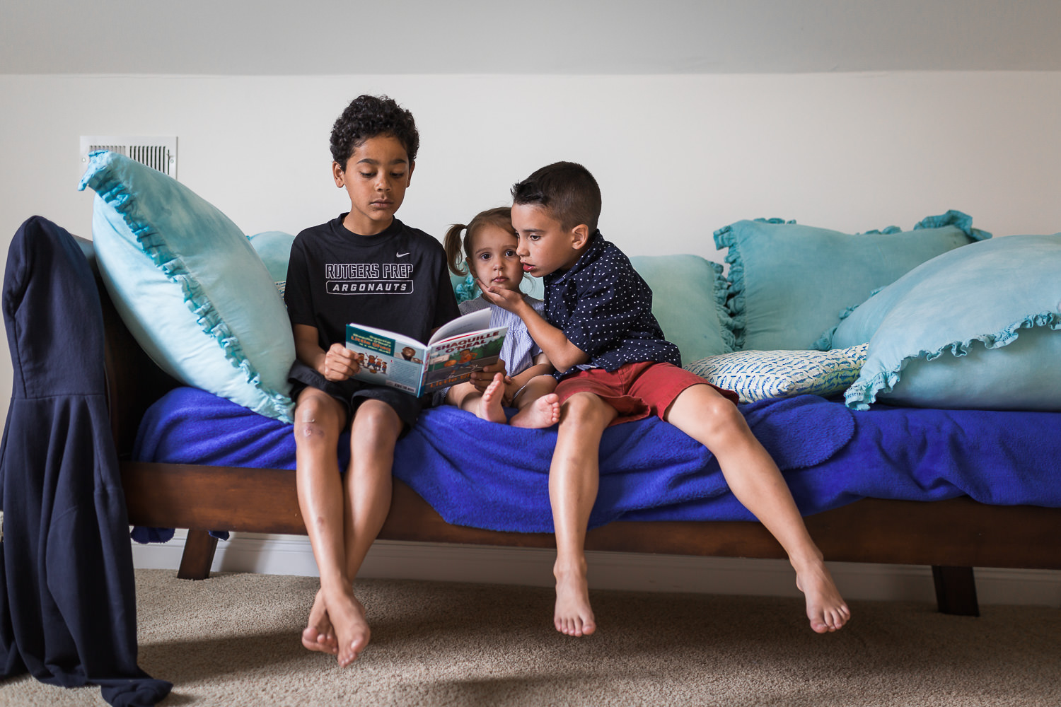 siblings-reading-family-session.jpg