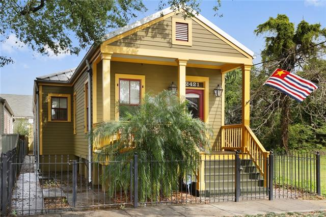 2421 St. Thomas St. - This adorable Irish Channel home has some pretty cool perks: a metal roof, working fireplace, and off-street parking. If you can look past some style-specific cosmetic features, this house actually has great bones.