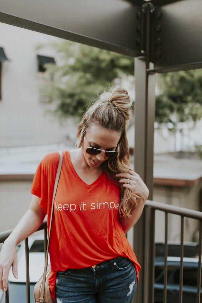 Blogger-Gracefully-Taylored-in-Cara-Loren-Shop-Keep-It-Simple-Tee2-683x1024.jpg