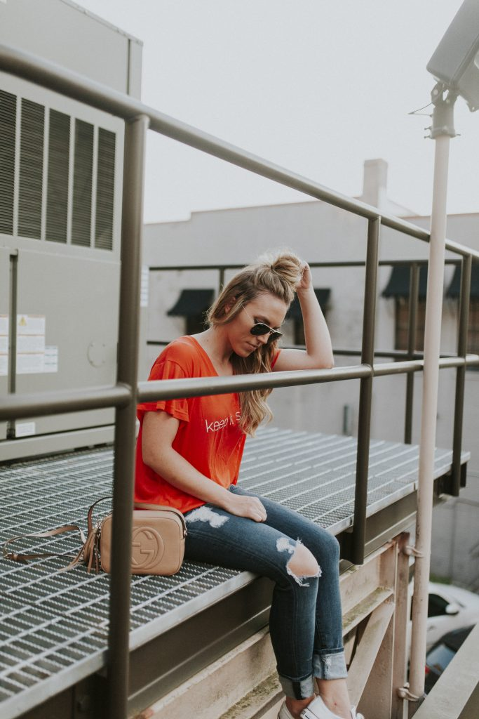 Blogger-Gracefully-Taylored-in-Cara-Loren-Shop-Keep-It-Simple-Tee18-683x1024.jpg