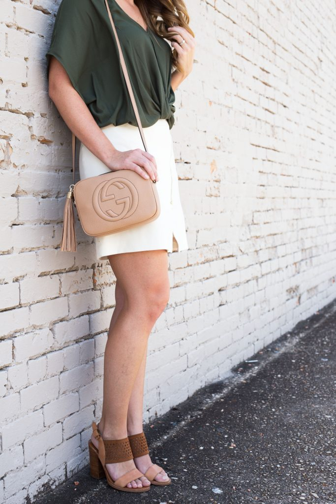 Blogger-Gracefully-Taylored-wearing-Nordstrom-Top-and-Gucci-Disco-Bag-7-683x1024.jpg