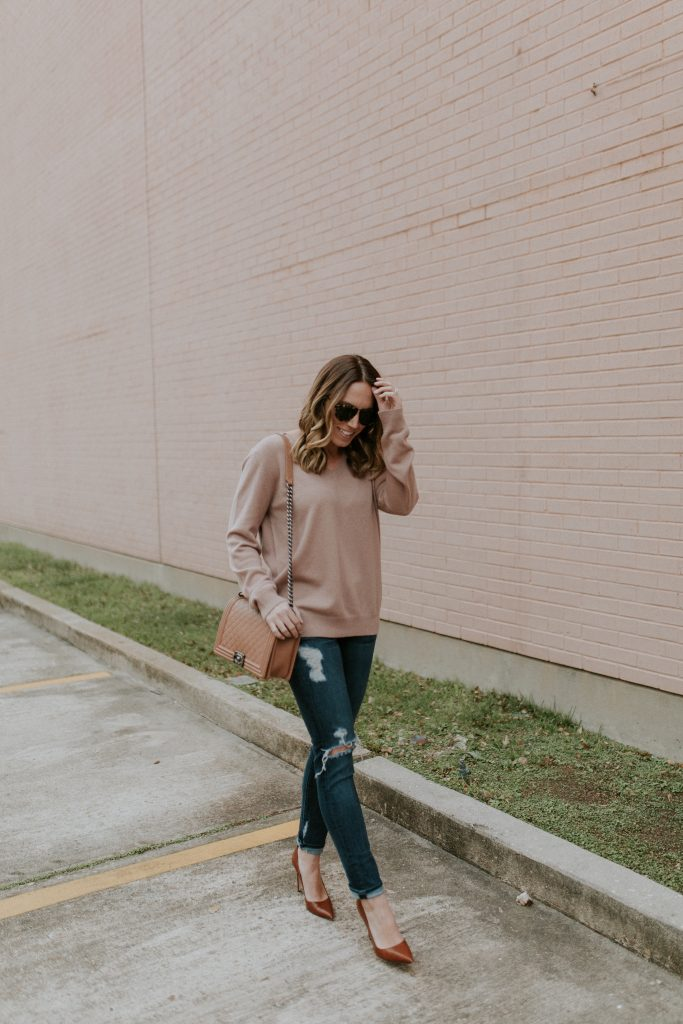 Blogger-Gracefully-Taylored-in-Blush-Vince-Sweater19-683x1024.jpg
