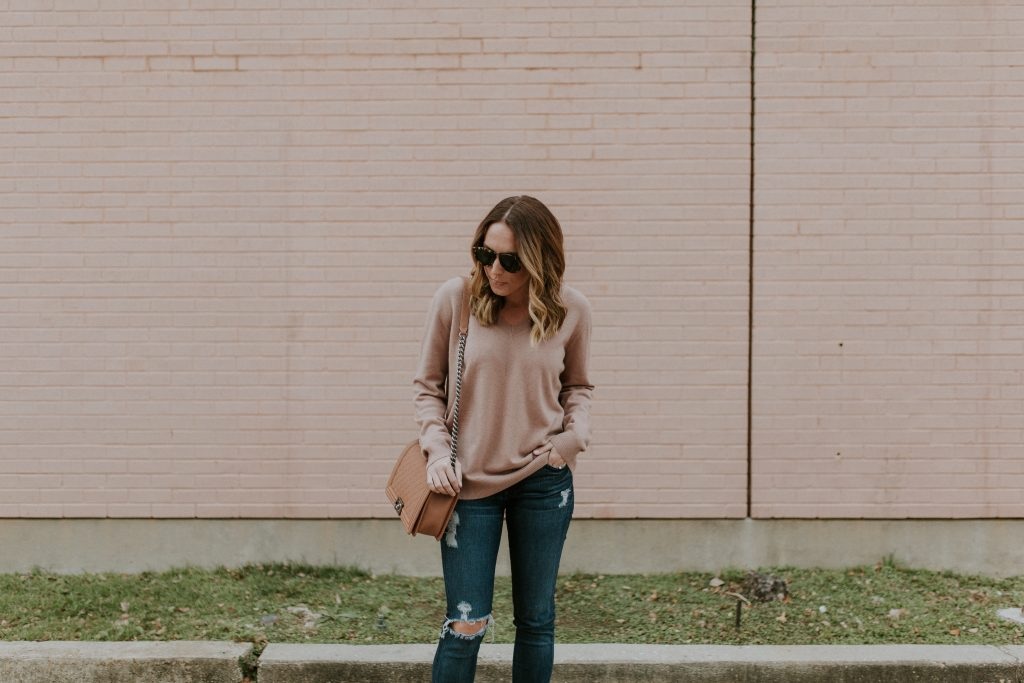 Blogger-Gracefully-Taylored-in-Blush-Vince-Sweater13-1024x683.jpg