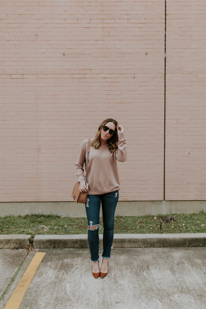 Blogger-Gracefully-Taylored-in-Blush-Vince-Sweater16-683x1024.jpg