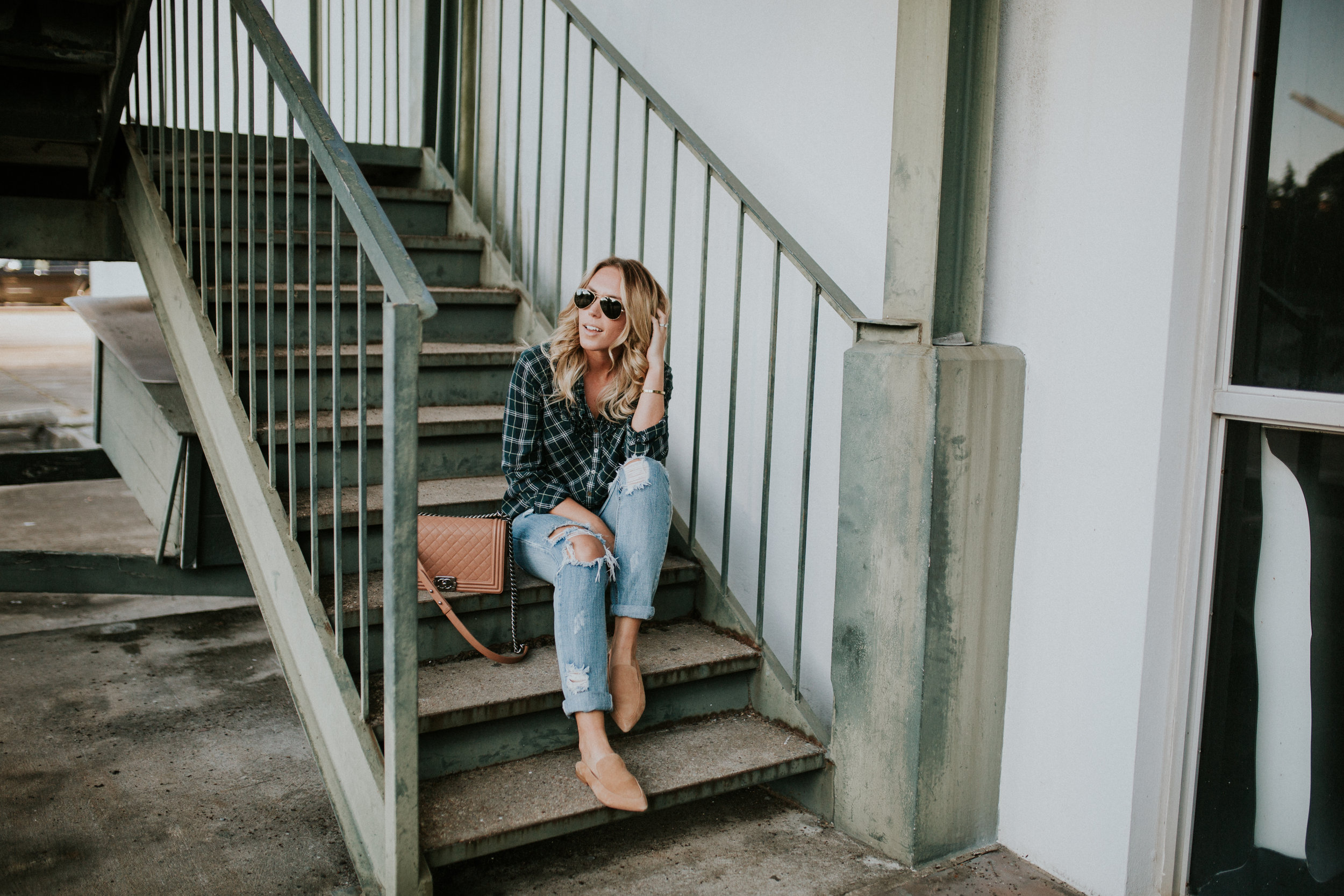 Blogger Gracefully Taylored in One Teaspoon Denim, Anthropologie Sweater and Plaid Top(5).jpg