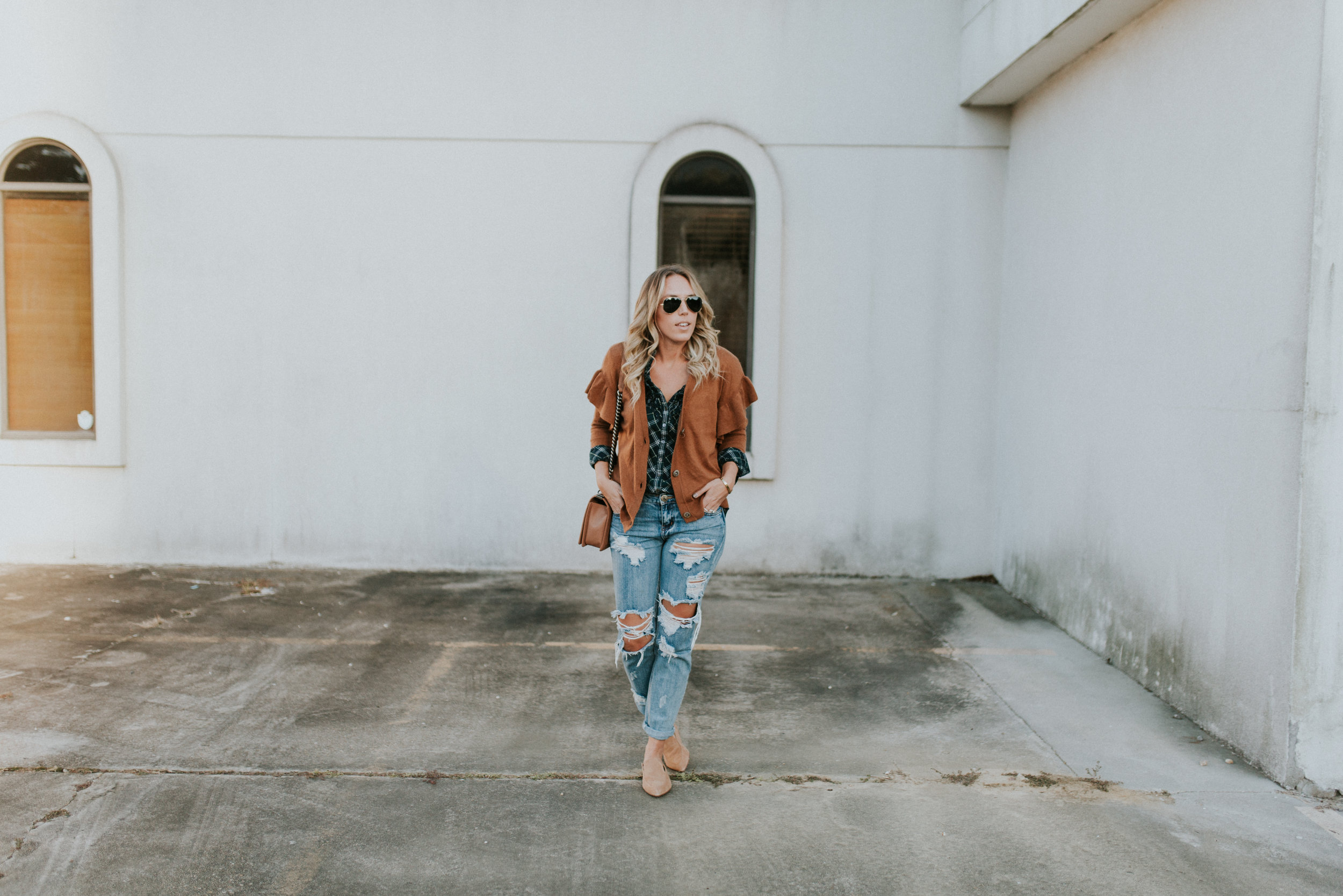 Blogger Gracefully Taylored in One Teaspoon Denim, Anthropologie Sweater and Plaid Top(19).jpg