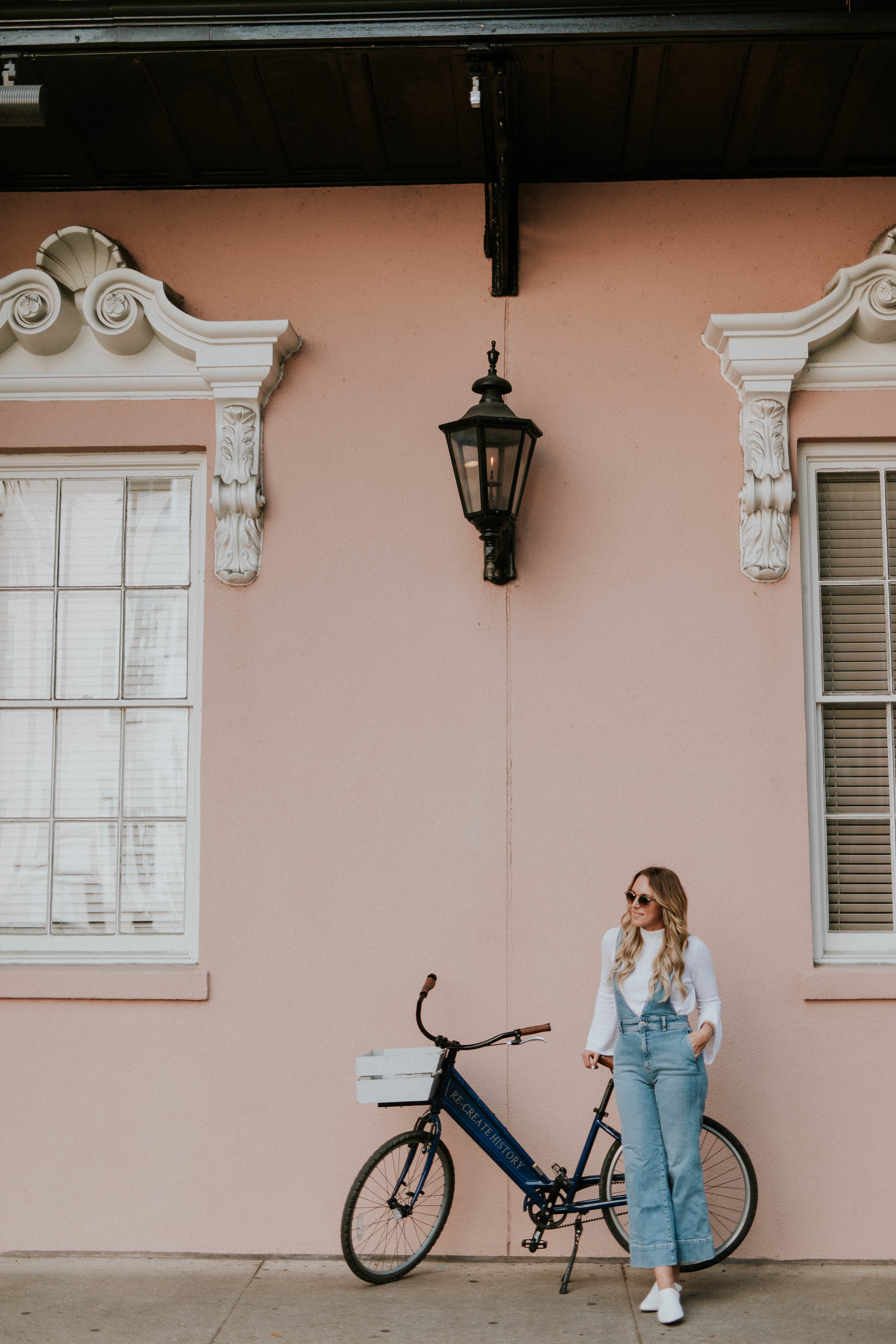 Blogger Gracefully Taylored in Free People Overalls(4).jpg