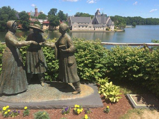 seneca falls women statue.jpg