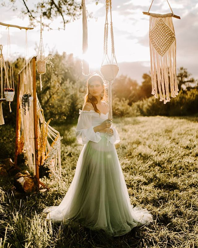 Boho Golden Hour 😍 . Photo by @robincophotography  Hair by #EMbridalteam stylist Erika @crownsofgoldstyling Macrame goodness by @Cicisknots  Florals by @sevensisterdesigns Model @catherine_d_modeling Makeup by me!  . . . . #Lyndenmakeupartist #Lyndenhairstylist #Bellinghammakeupartist #Bellinghambride #Bellinghamwedding #Bellinghamhairstylist #PNWwedding #Bohowedding #Weddingmacrame #SymmetrieStudios #SymmetrieSalon #PNWelopement #Bohoelopement #lynden #Bellingham #Everson