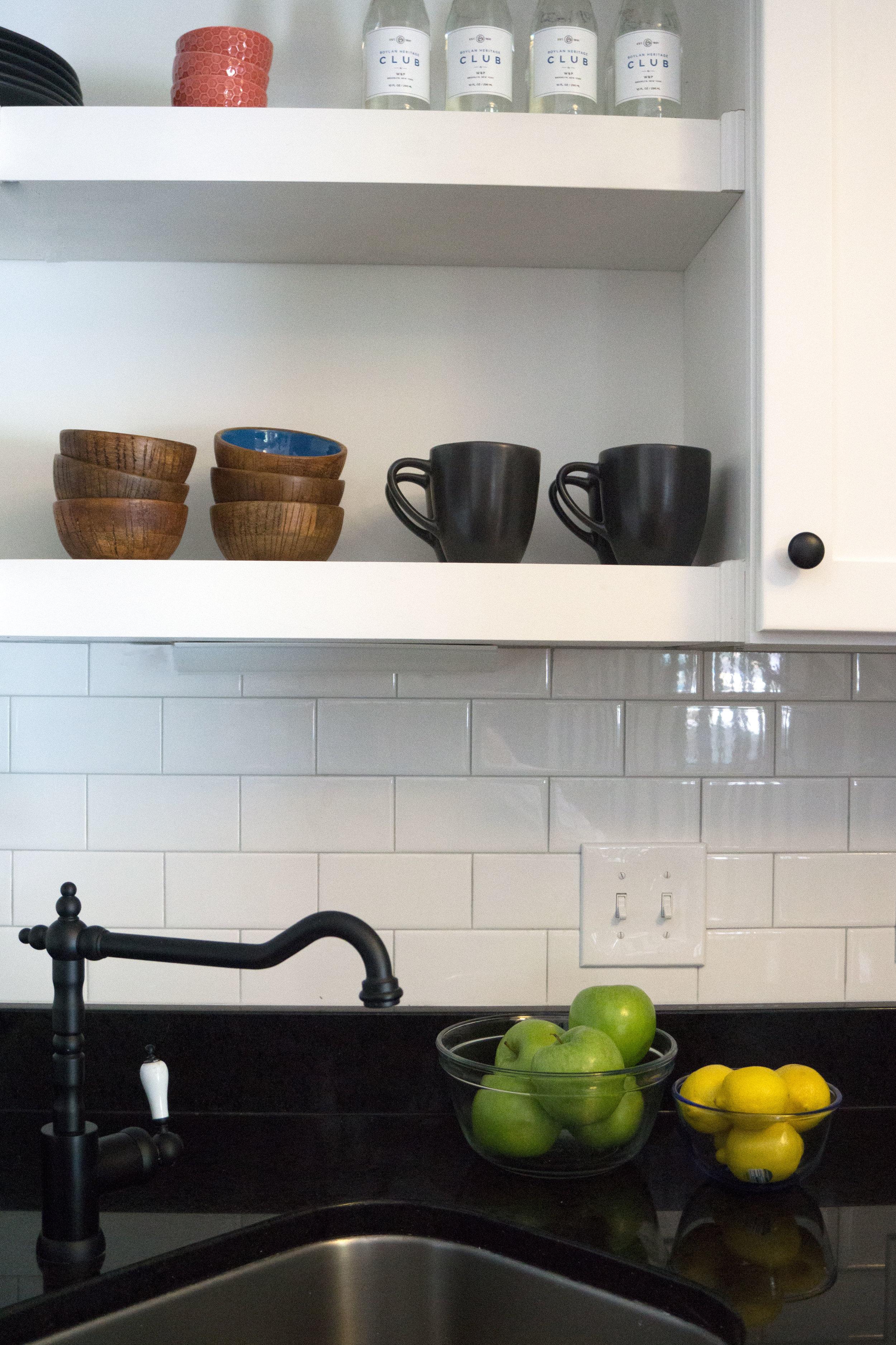 4_81LS_A_kitchen-shelf-vignette.jpg
