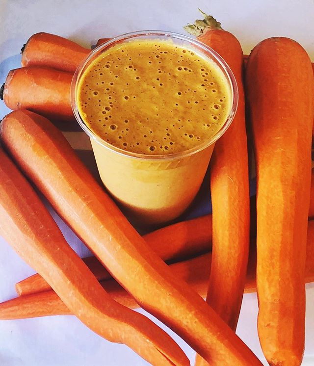 Cold in temp, but warm in flavor 🥕 have you tried the carrot cake smoothie yet? 🧡 #superfoodsmoothie #plantbasedsmoothie #fallflavors #healthyboston