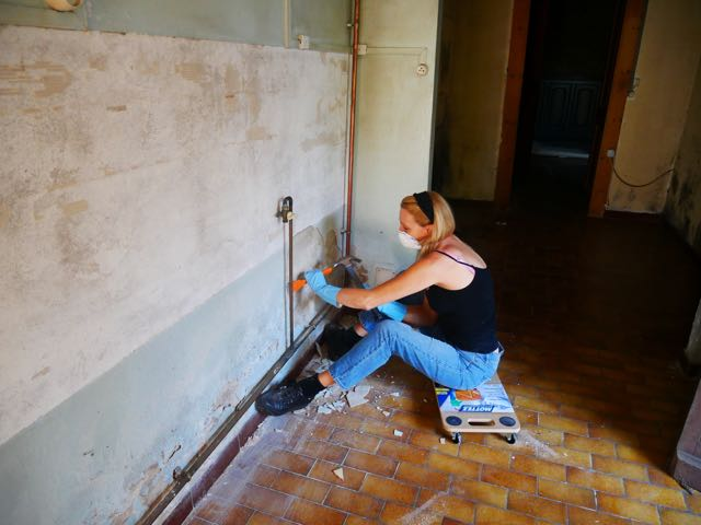 taking off the 70's tiles from kitchen wall