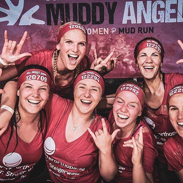 Hier noch ein paar weitere Eindrücke vom Muddy Angel Run am Sonntag 😀 Teamgeist ist hier wohl deutlich zu spüren oder was meint ihr? #muddyangelrun #teamspirit #team #praxisteam #pink #kfosteigerwald #schenkandereneinlächeln #fun #run #muddy #girlpower #kfo #kieferorthopäde #kieferorthopädie #orthodontics #praxis #teeth #smile #dentist #dentistry #teameffort #running