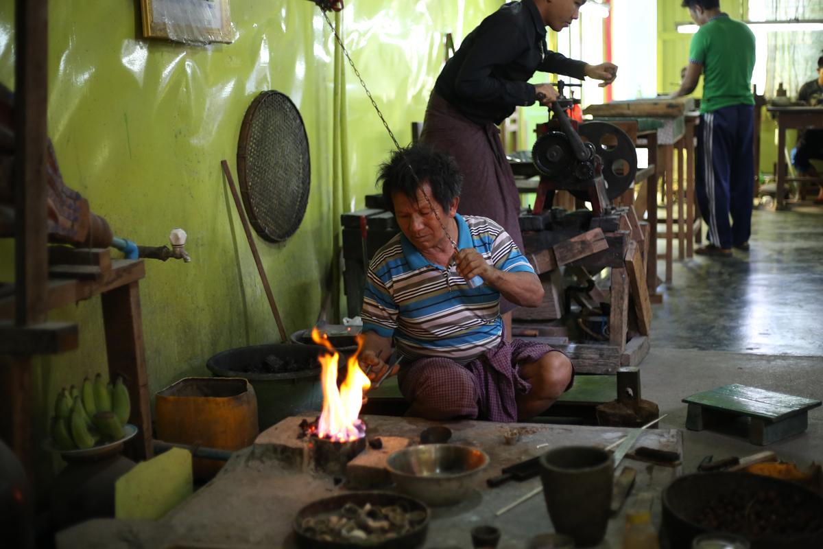 Myanmar-sillversmith-in-Inle-lake.jpg
