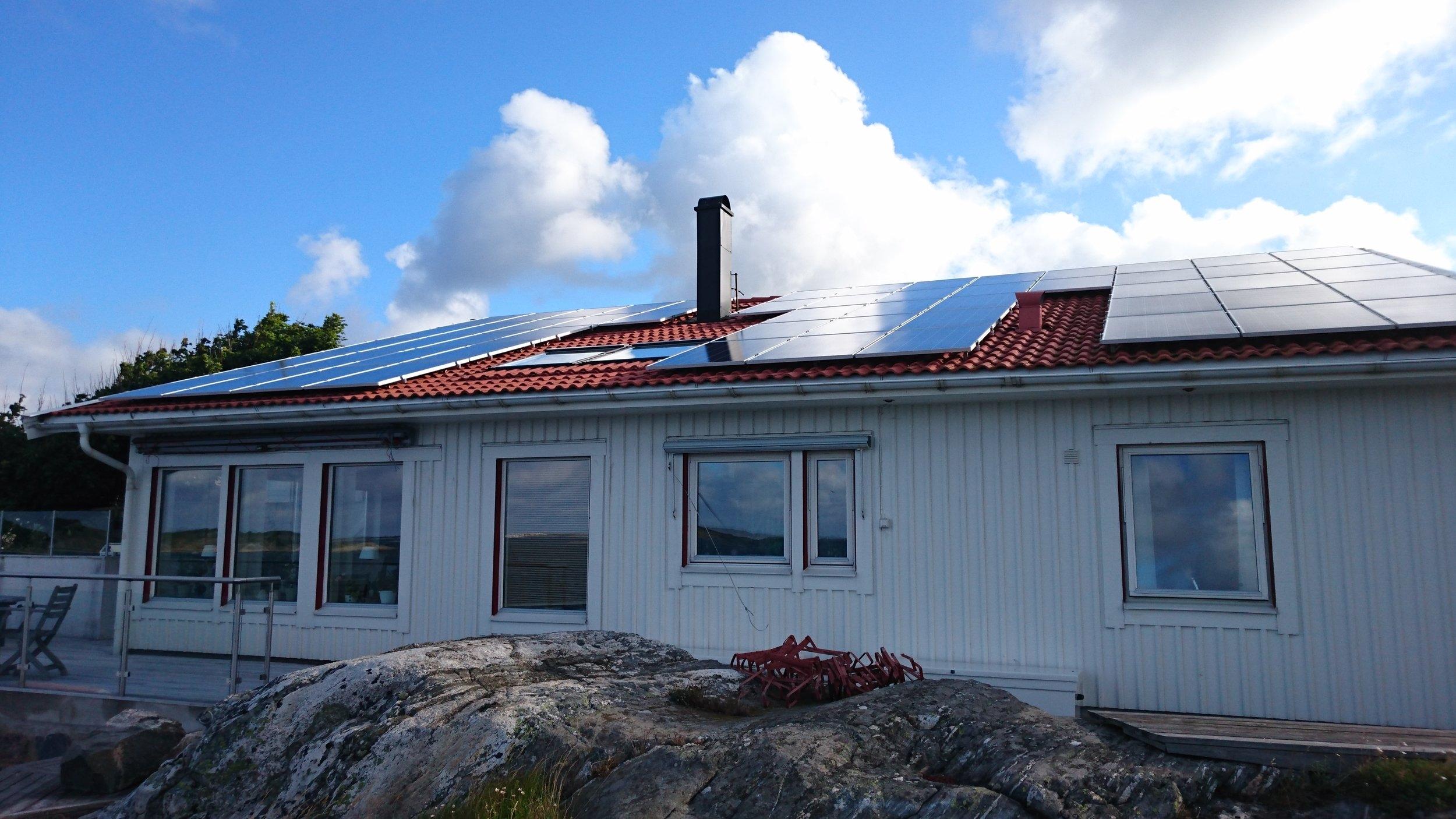 56 st 260W Hareon Solar  Investering 252 000 kr, återbetalningstid 8 år  Energiproduktion 14 500 kWh/år