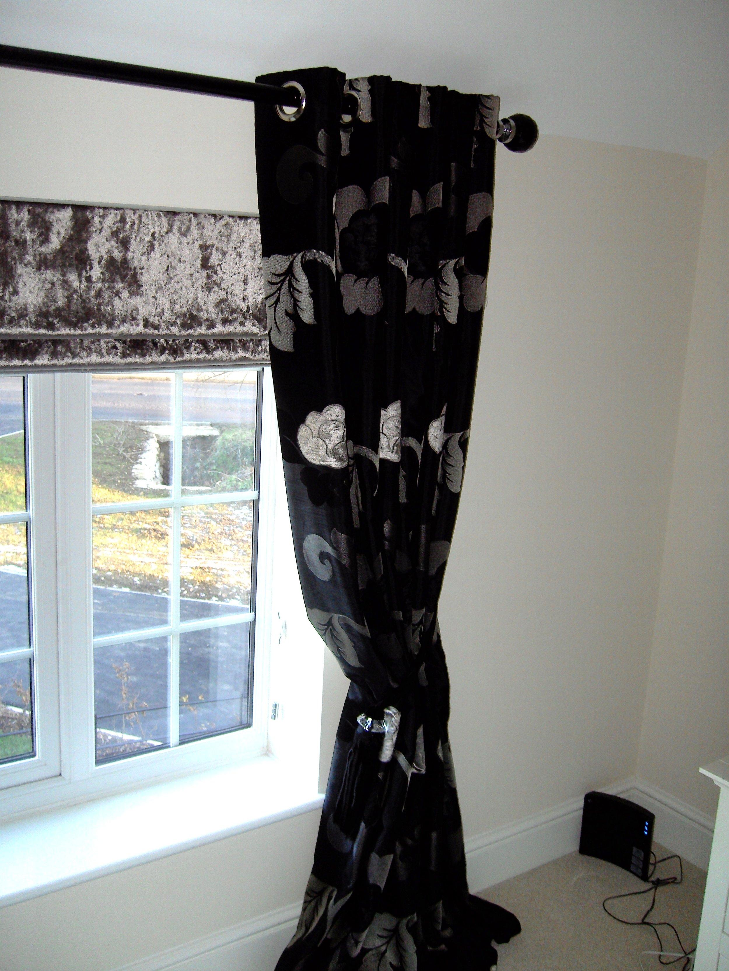 eyelet curtains image
