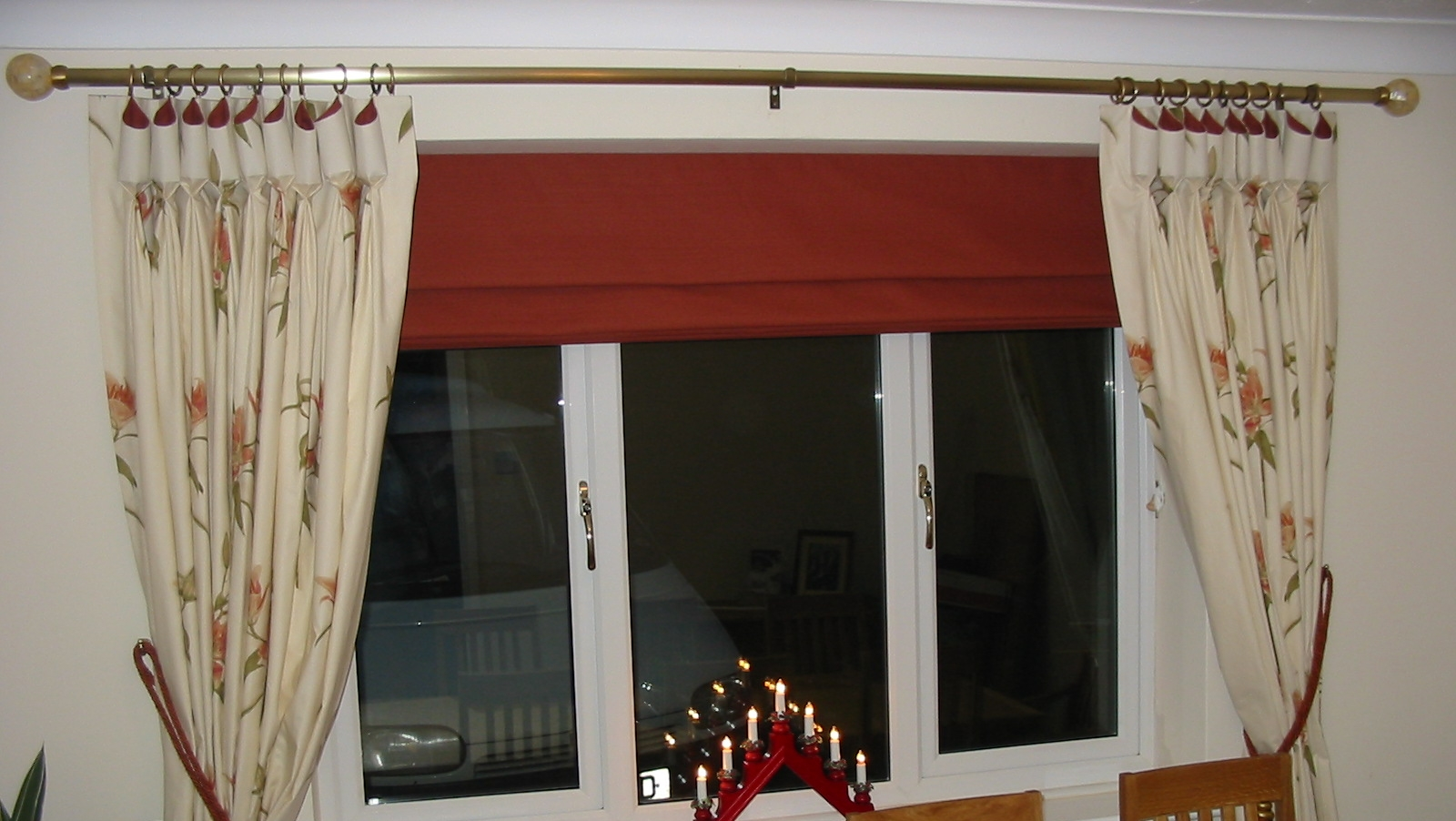 red roman blinds with cream curtains