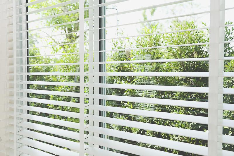 White Venetian blinds Open_82912892.jpg
