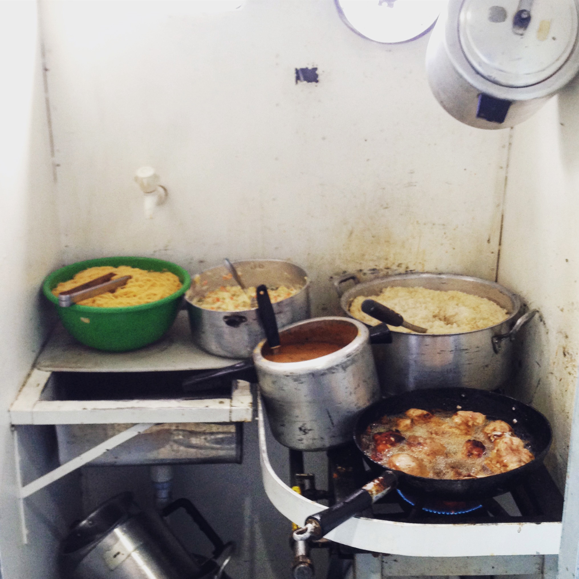 Kitchen on board the Tapajós express.