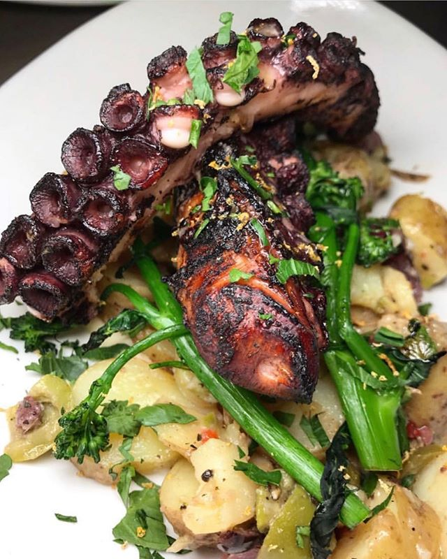 Our GRILLED OCTOPUS with Broccolini, Fingerling Potatoes and Garlic Aioli🐙 Pc📷: @whiskeyandaprons • • • • • • #food #foody #foodporn #foodphotography #foodie #foodstagram #foods #foodblogger #nycfood #nycfoodie #foodnyc #nycfoodgals #nycfoods #nycfoodies #nycfoodporn #nycfoodblogger #foodnyc #seafood #seafoodlover #seafoodporn #seafooddiet #seafoodtime