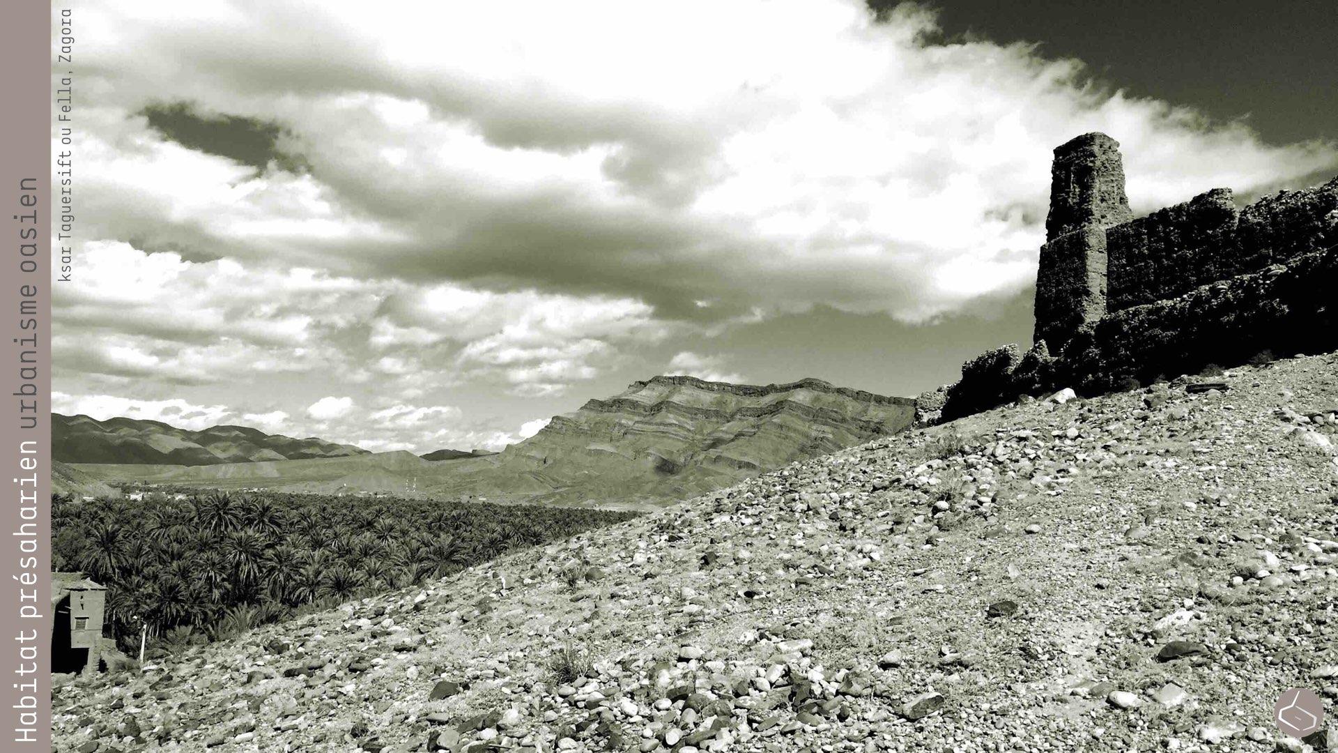 9. Parfois, les hauteurs permettaient aussi de rester vigilant sur les parcours suivis par les caravanes qui arrivaient à M'hamid El Ghizlane (Zagora) et à Tighmert et Assir (Guelmim), depuis le Mali et le Soudan.       9. Sometimes the heights also allowed to remain vigilant on the routes followed by the caravans that arrived to M'hamid El Ghizlane (Zagora) and Tighmert and Assir (Guelmim), from Mali and Sudan.