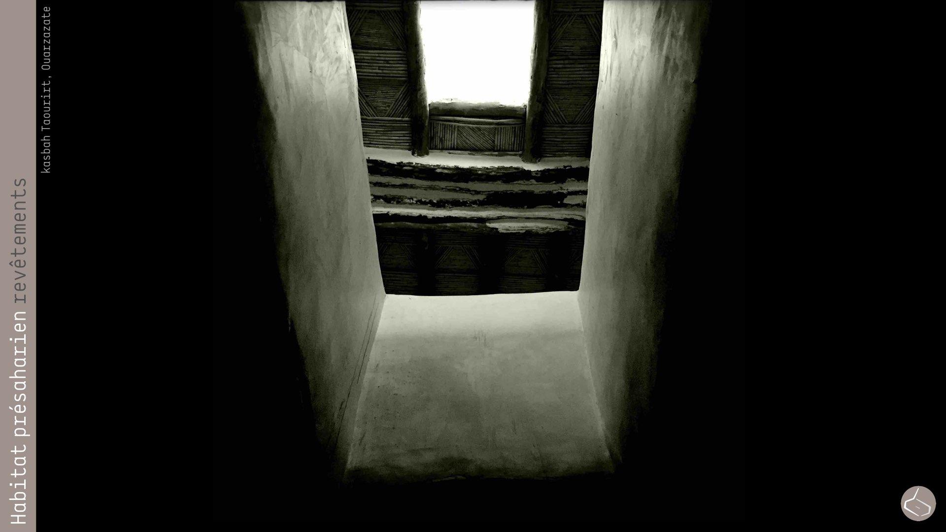 66. Actuellement il est utilisé, avec des résultats magnifiques, dans la restauration de la casbah Taourirt (Ouarzazate), menée par le CERKAS et l'Institut Getty de Los Angeles.       66. Nowadays it is used, with great results, in the restoration of the casbah Taourirt (Ouarzazate), led by CERKAS and the Getty Institute of Los Angeles.     Casbah Taourirt, Ouarzazate: https://www.facebook.com/carlosperezmarin/media_set?set=a.10153667415963844.1073741891.667383843&type=3