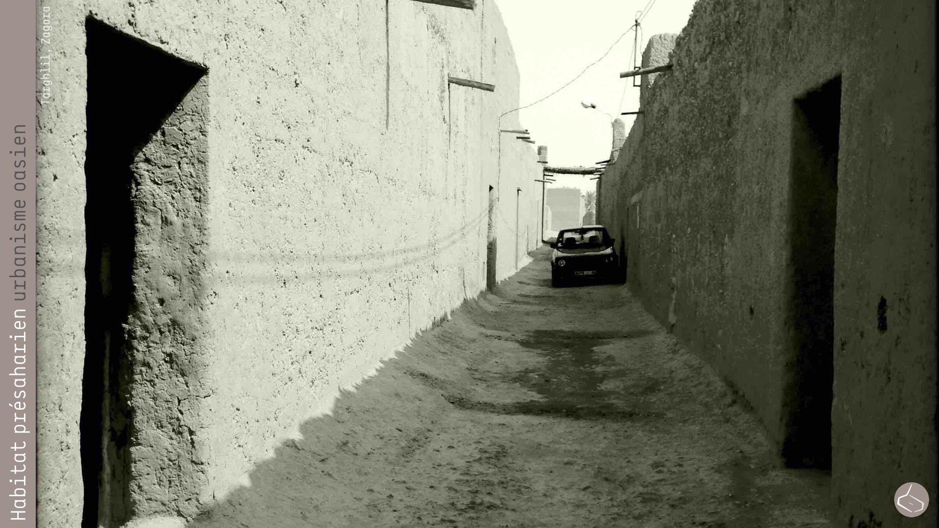 92. Alors, ils ont fait des ruelles perpendiculaires au sud, qui permettent de créer de l'ombre sans avoir besoin de la couvrir complètement, mais ils ont agrandi légèrement la largeur afin de pouvoir rentrer occasionnellement avec une voiture ou un chariot. Par ailleurs, les maisons ont un seul étage, avec un grand patio. On peut dire que ce quartier est une évolution de ksar, toujours avec la terre, un peu dense (mais sans arriver au niveau des ksour), adapté aux modes de vie de ses habitants du 21ème siècle, et le plus important, à l'intérieur de la palmeraie.       92. So, they made perpendicular streets to the south, which create shade without having to cover them completely, they made them wider, in order to have occasionally access with a car or a carriage. In addition, the houses have just one floor, with a large courtyard. We can say that this neighbourhood is an evolution of a ksar, built in rammed earth, a bit dense (but without arriving at the ksour density), adapted to the lifestyles of the inhabitants of the 21st century, and most important, inside the palm grove.     https://plus.google.com/u/0/photos/+marsaddraa/albums/6066366549804177505