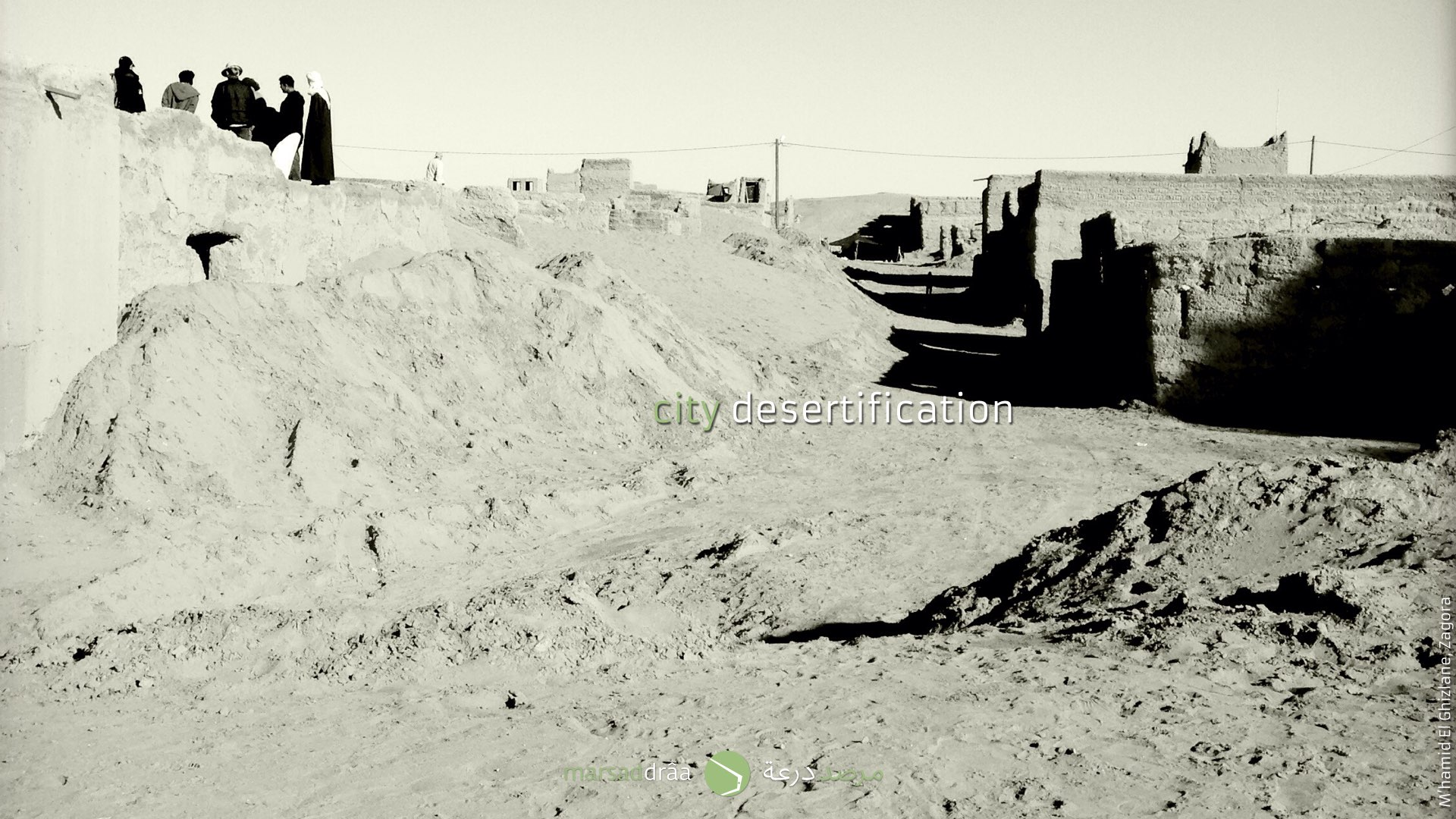 The dunes affect also cities, like M'hamid El Ghizlane where houses are buried by sand.